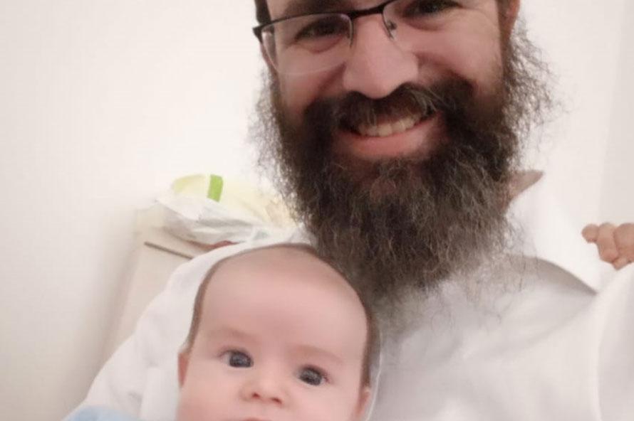 תינוק שנולד ללא רוח חיים חזר למחלקה כחלוף חודש בידי הוריו כשהוא מלא רוח חיים ומשובב את עין כל רואיו.